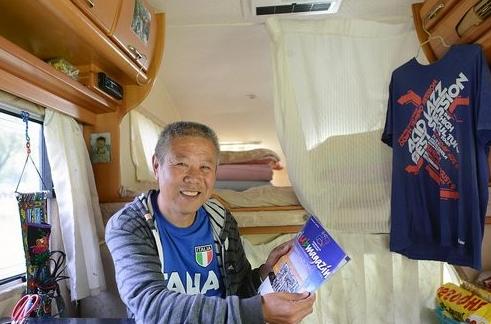 这位老人做了一件不可思议的事情—自驾房车从中国到欧洲。