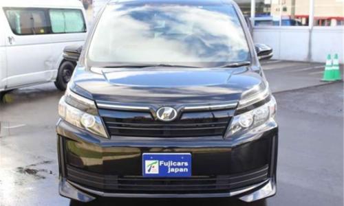 这款丰田房车能坐5人,混动4驱20万,堪称一车多用