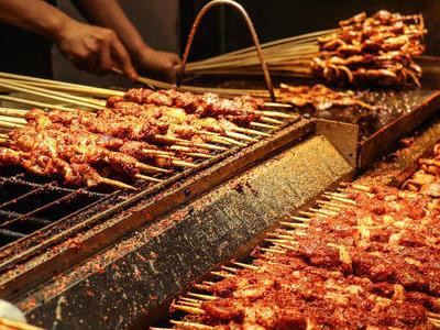 肥瘦记串儿是中国烧烤的基本形态