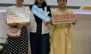 恭喜两位小姐姐成功加盟三米粥铺!
