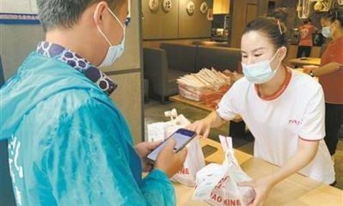 广州餐饮门店防疫措施做得足:推无接触服务 餐具高温消毒
