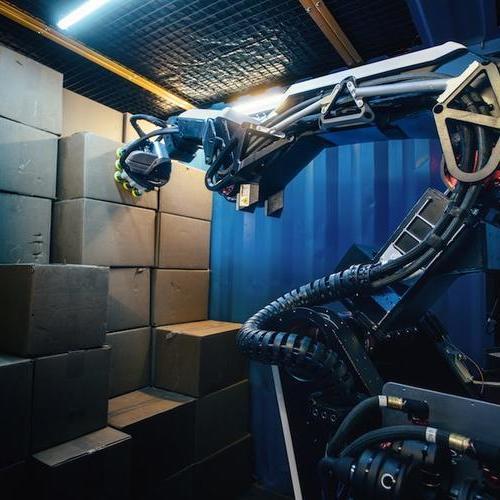 波士顿动力公司的拉伸机器人可处理卡车的卸货和码垛
