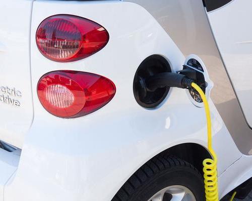 """政策""""破题"""" 新型充电桩超前布局"""